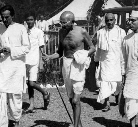 Gandhi starting for salt sathyagraha