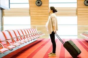 pregnant-woman-suitcase