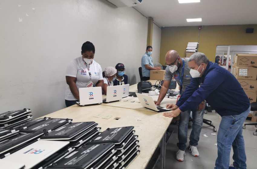 JCE finaliza clonado de 9 mil laptops que entregará al MINERD