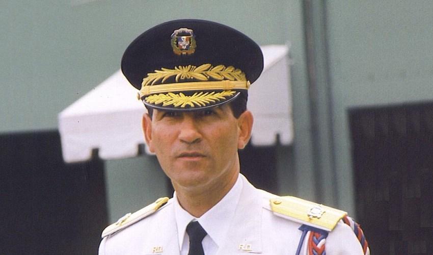 Ministro de Defensa revierte asignación de oficiales a Melton Pineda