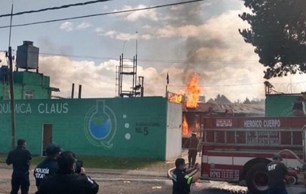 Al menos 2 muertos tras explosión de planta de gas en Santiago