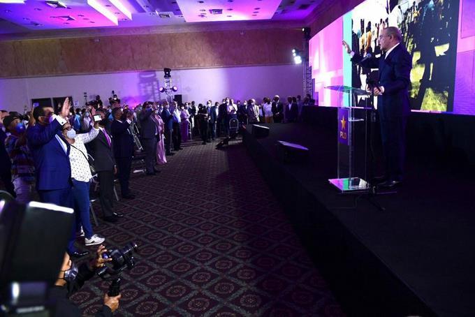 Danilo quita el mando a Temo y juramenta miembros del PLD