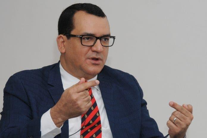 Román Jáquez acude hoy a Senado con PLD en contra