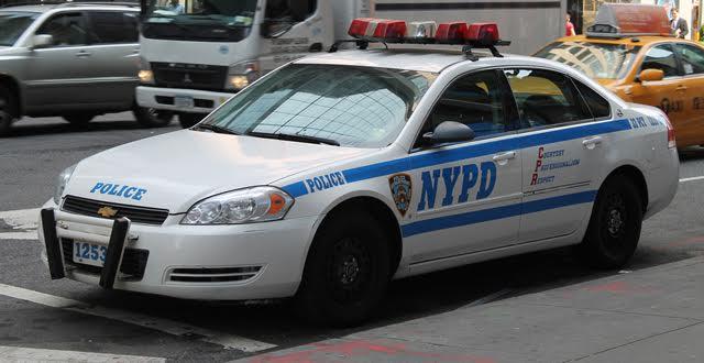 Roban patrulla policía NY; tiroteo en Alto Manhattan y golpean ex actor de Hollywood