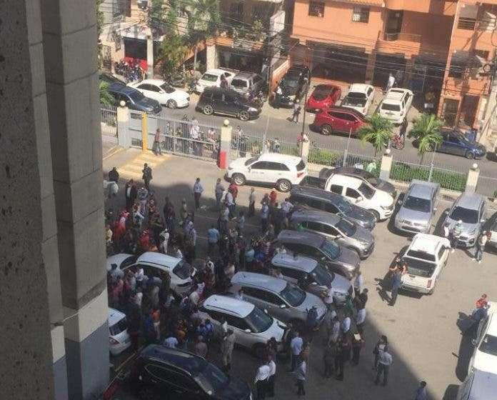 Ex empleado de Hacienda se lanza del edificio El Huacal porque lo cancelaron