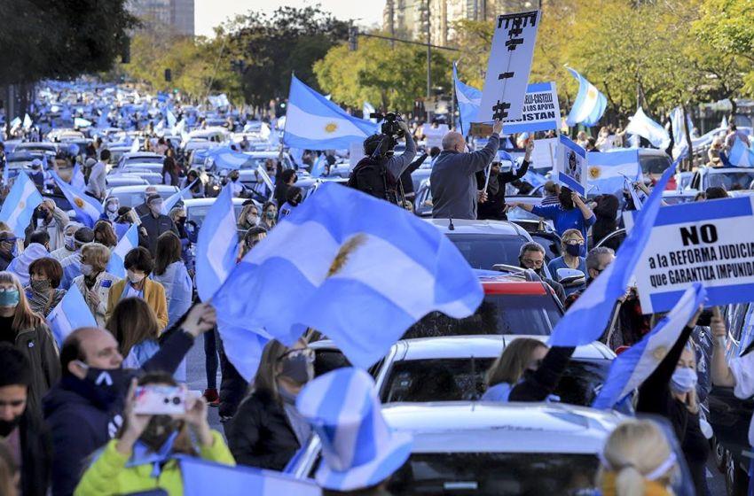 Miles exigen reforma gobierno de Argentina