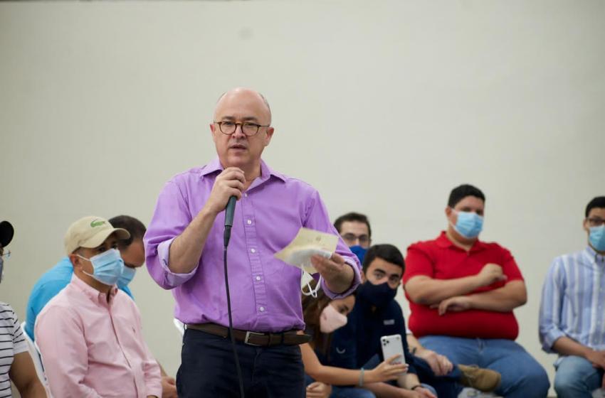 Domínguez Brito juramenta jóvenes en el PLD; dice será multiplicador de nuevo liderazgo dentro del partido