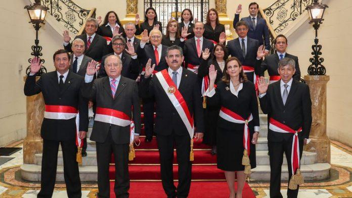 Mario Vargas Llosa reclamó la destitución del presidente de Perú y propuso candidato nuevo