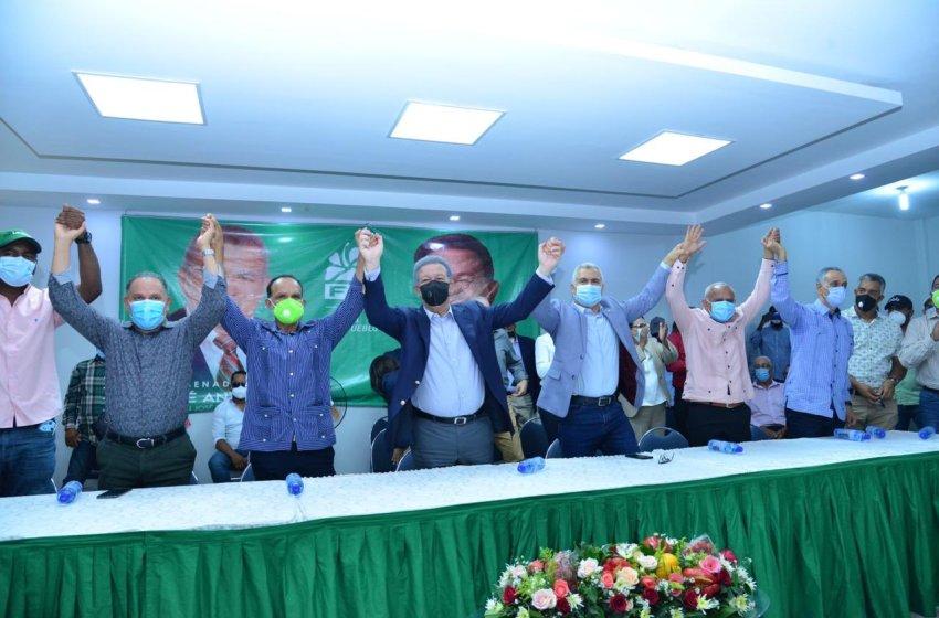 Leonel Fernández juramenta alcaldes del PLD en Ocoa