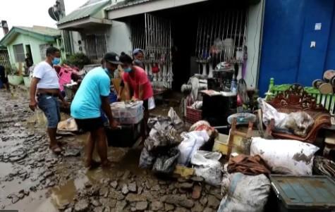 El tifón Goni avanza hacia Vietnam tras dejar 16 muertos en Filipinas
