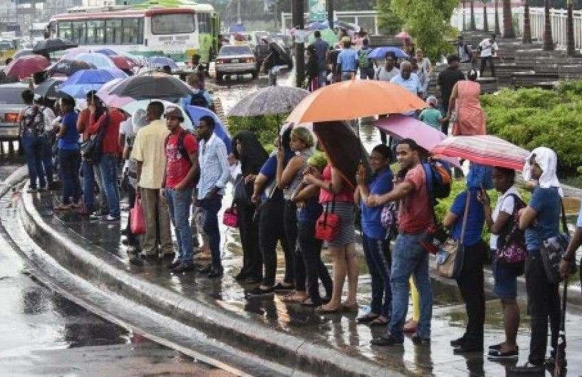 Pasajeros de Los Alcarrizos denuncian aglomeración en guaguas y cobro de 50 pesos
