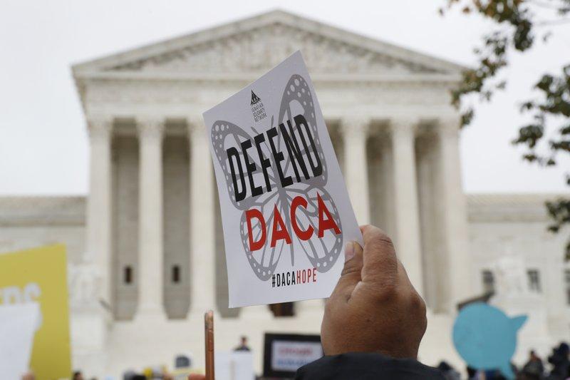 Juez dice Trump debe aceptar nuevas solicitudes del DACA