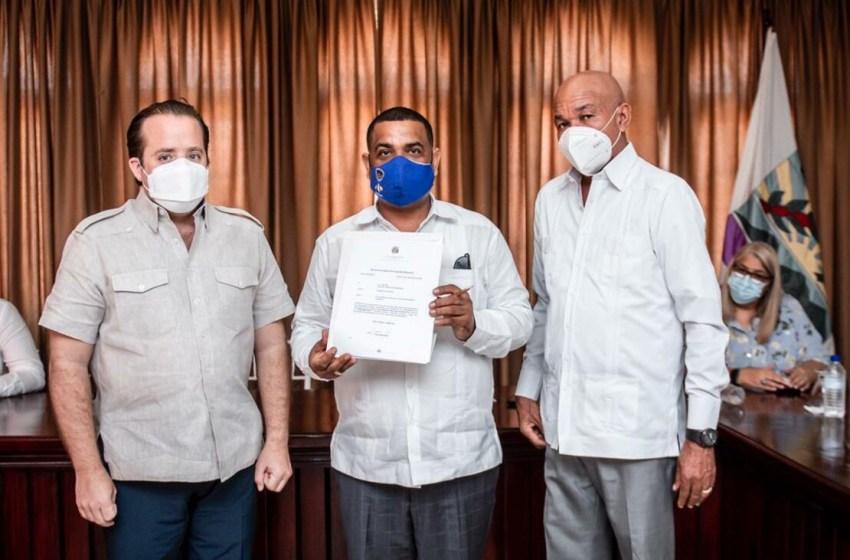 Gobierno deposita fondos para obras municipales en Barahona