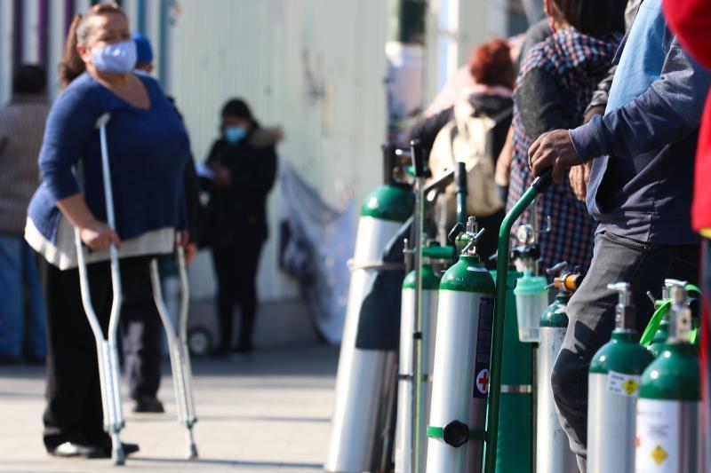 Decenas de personas acuden a los puntos de oxígeno gratis de Ciudad de México