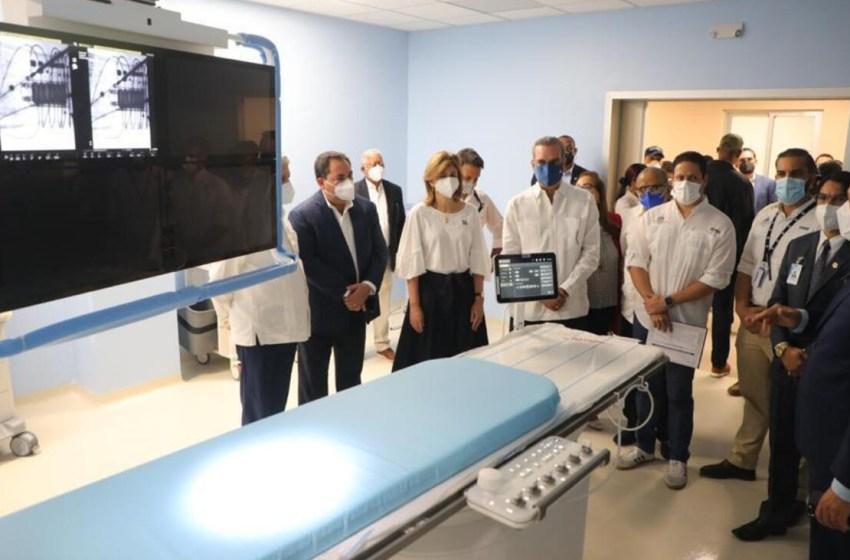 Presidente Abinader deja en funcionamiento nuevas áreas del Hospital Cabral y Báez en Santiago