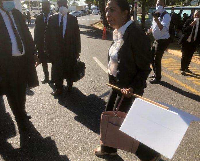 Bofetadas y amenazas con arma blanca en protesta de abogados frente a la SCJ