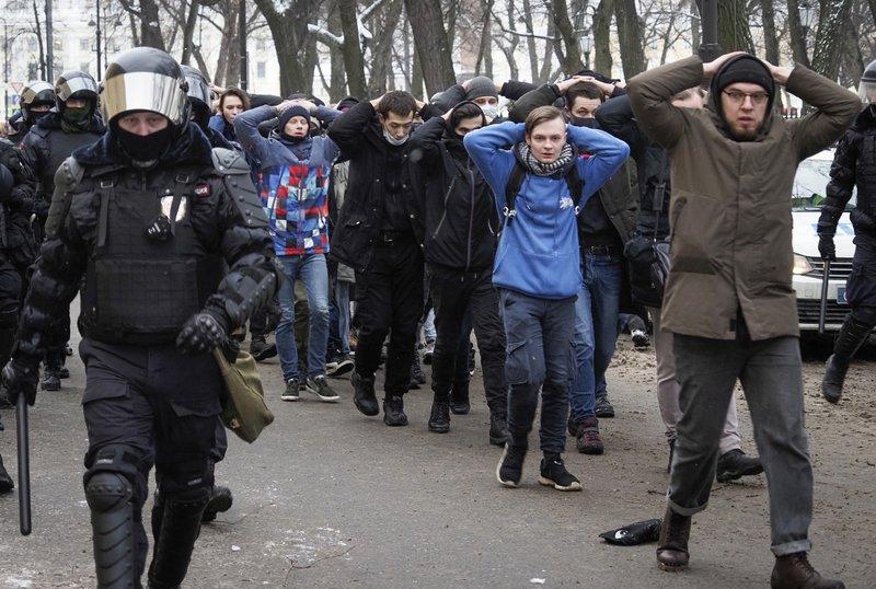 Rusia justifica detenciones masivas tras protestas
