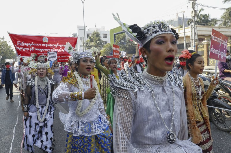Minorías se unen a protestas masivas contra golpe en Myanmar