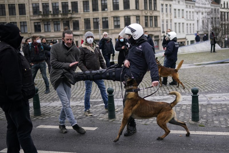 Bélgica arresta a 300 en protesta contra medidas antivirus