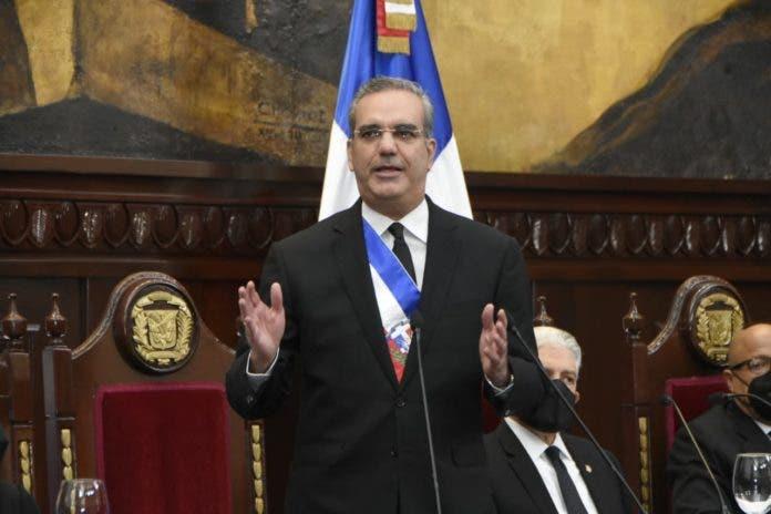 Abinader pretende 80% población esté vacunada en Junio