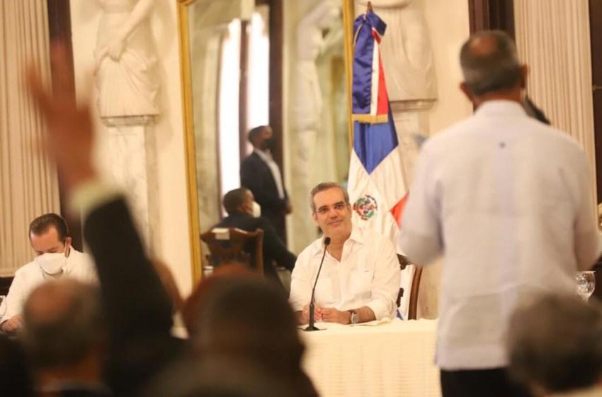 Abinader se reúne con juntas de vecinos de Santo Domingo Este