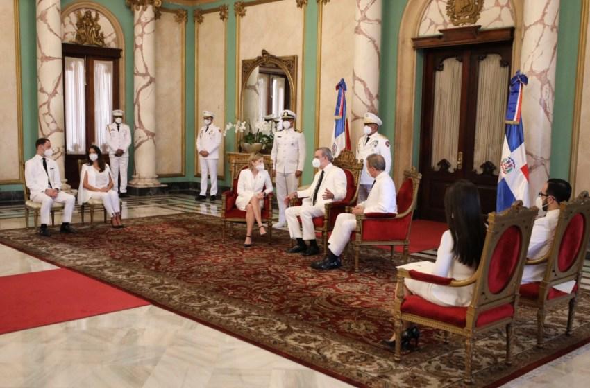 Presidente Abinader recibe cartas credenciales de tres nuevos embajadores