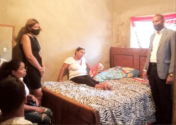 Comisión PRSC visita familiares de fallecidos por ingesta de alcohol adulterado en SDE