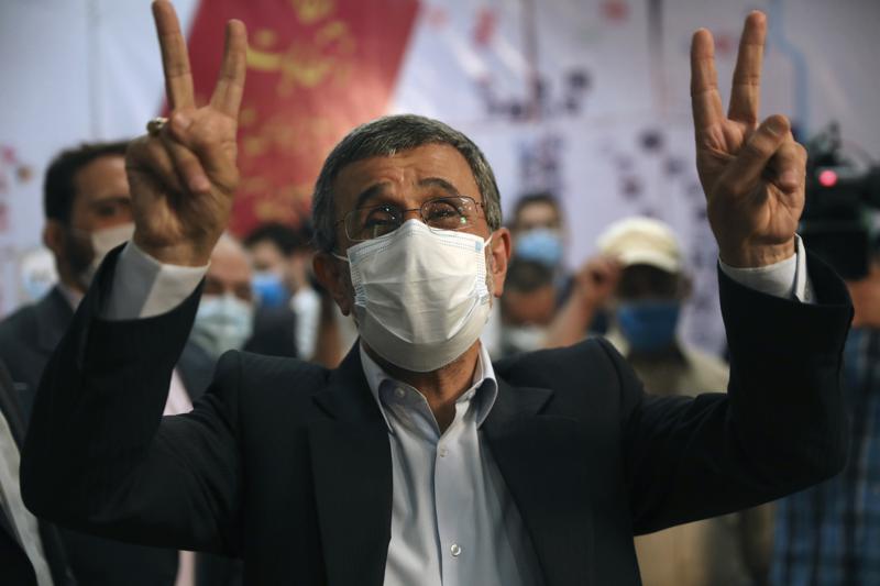 TV estatal: Ahmadineyad entra en carrera presidencial iraní