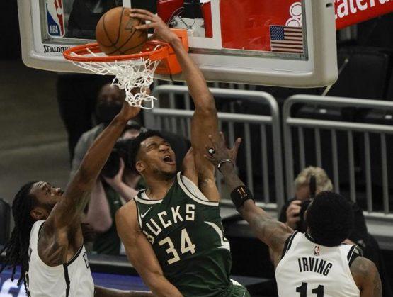 Con 49 puntos de Antetokounmpo, Bucks derrotan a Nets