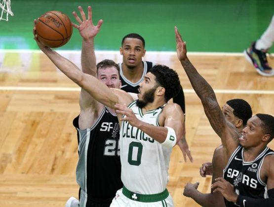 Celtics revierten déficit de 32 puntos y vencen a Spurs