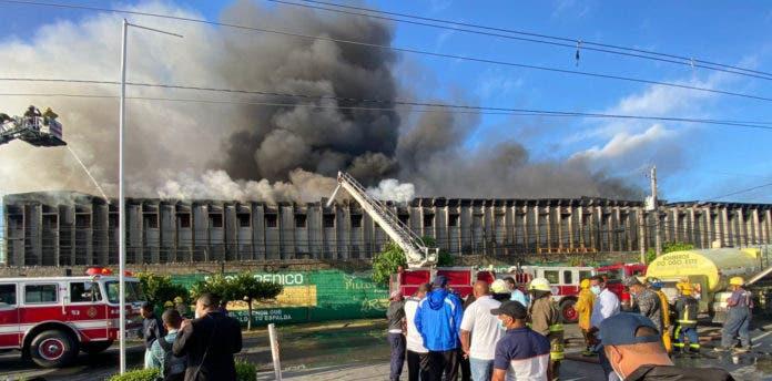 Fábrica de colchones La Reina reinicia operaciones tras incendio