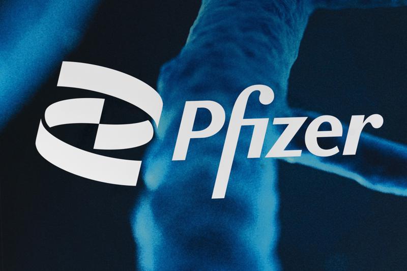Vacuna de Pfizer protege contra COVID por al menos 6 meses