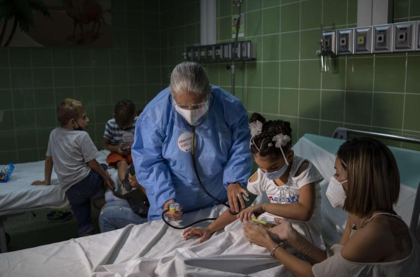 Cuba inmunizará con vacuna china en conjunto con una propia