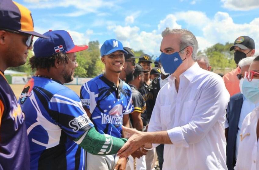 Abinader dispone arreglo de canchas deportivas en Montecristi para alejar a jóvenes de los vicios