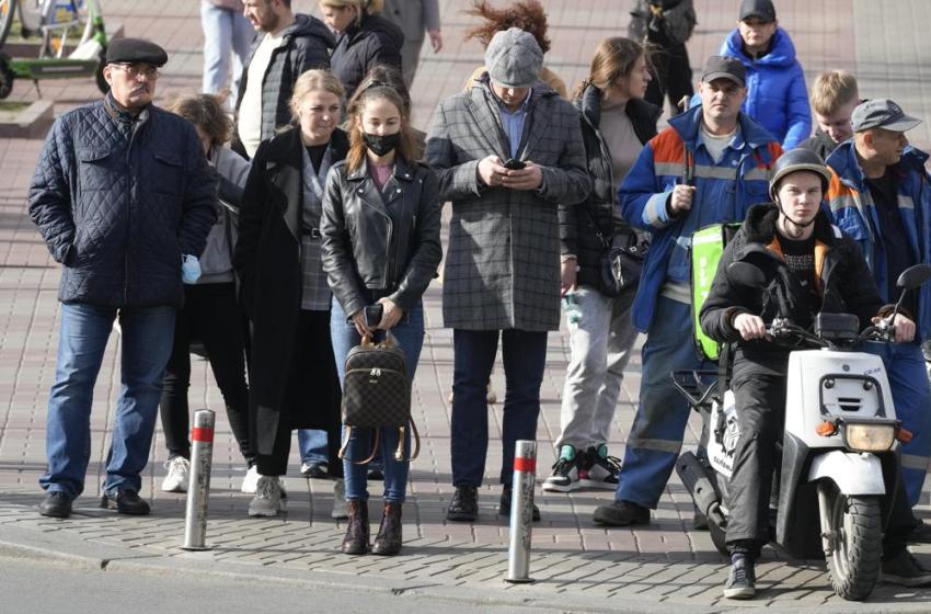 Infecciones y muertes por virus alcanzan récord en Ucrania