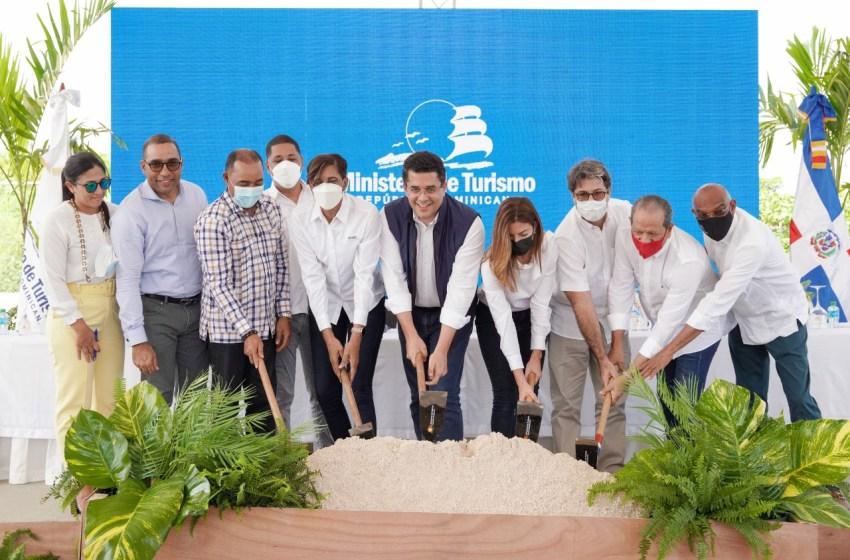 Ministro de Turismo deja iniciado trabajos reconstrucción de vía de acceso y parqueos en Playa Macao con una inversión de 53 millones de pesos