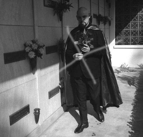 Anton LaVey visiting Monroe's grave, 1967.