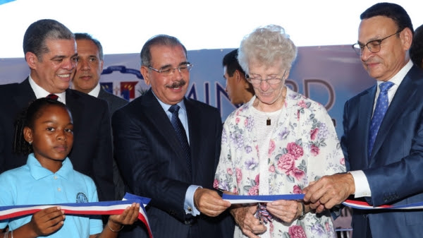 El presidente Danilo Medina felicito a los maestros/as en su día
