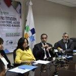Momentos en que los organizadores anuncian la realización del evento con la participación de expertos latinoamericanos y europeos.