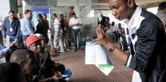 Miles de extranjeros buscan regular su situación en República Dominicana