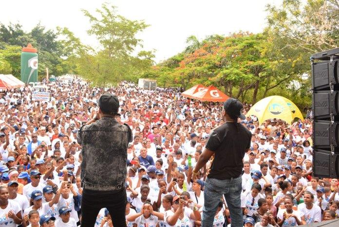 Miles de personas se dieron cita en la avenida de la Salud del Parque Mirador Sur para marchar contra las drogas.