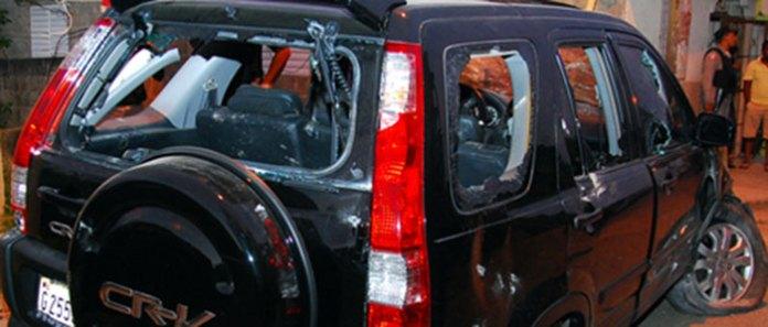 Condiciones en que quedó la jeepeta del periodista Pedro Fernández atacado por desconocidos.