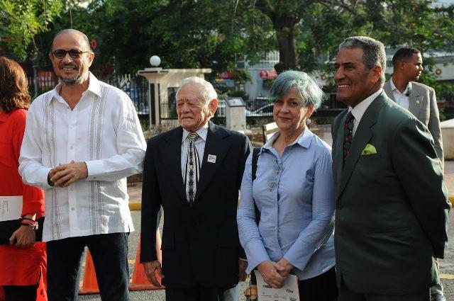 El ministro de Cultura, José Antonio Rodríguez junto a los actores reconocidos