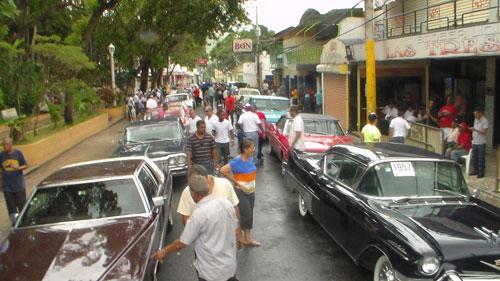 Club de Autos Antiguos visito San José de Ocoa