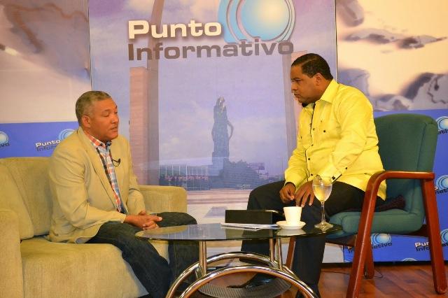 Radhames González y Dary Terrero en el programa Punto Informativo