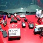 Vehículo y objetos ocupados por la Policía en Puerto Plata a los dos hombres que mató en un alegado intercambio de disparos.