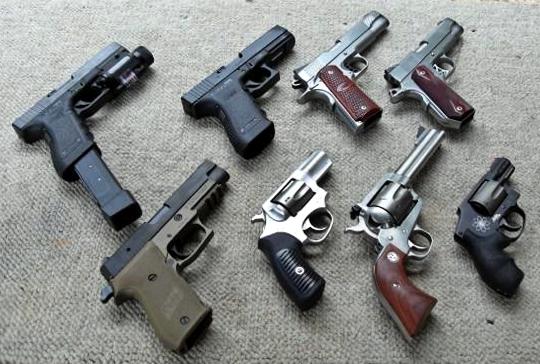 Interior y Policía incauta armas de fuego y notifica 10 negocios DN y SDE