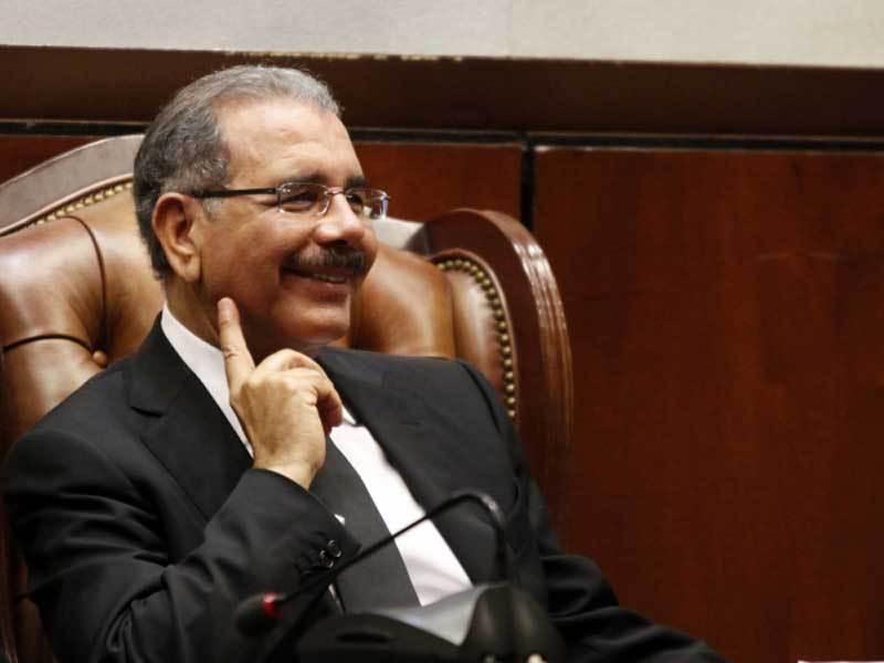 Presidente Medina designa otro ministro de las Fuerzas Armadas y hace otros cambios