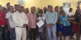 Beneficiarios de las becas entregadas por el ministerio de la Juventud