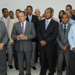 El ministro de Agricultura, Ángel Estévez, posesiona al nuevo administrador general del Mercadorm, Claudio Jiménez (derecha), junto al administrador saliente, Eusebio Guzmán (izquierda)
